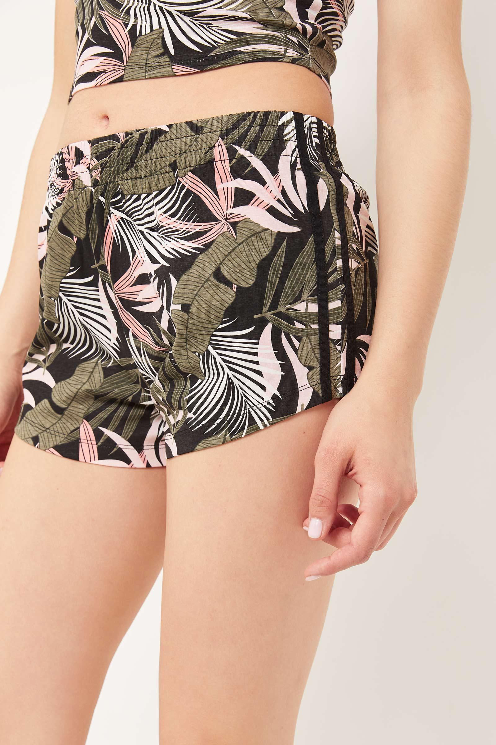 Basic Floral Contrast Side Tape Shorts