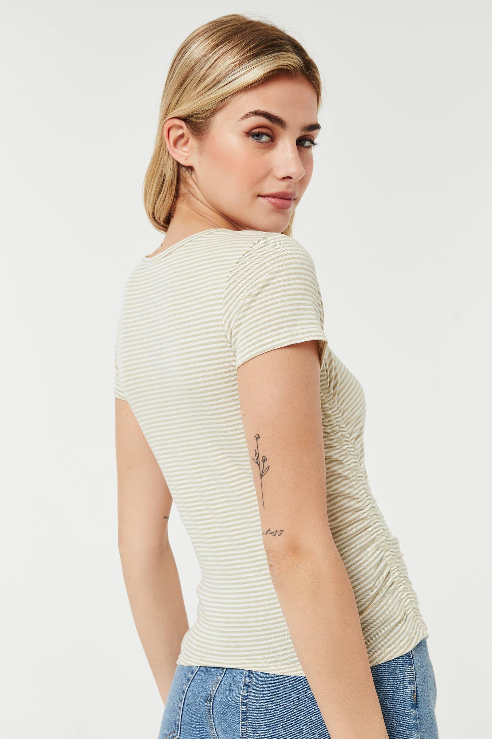 T-shirt aux côtés ruchés
