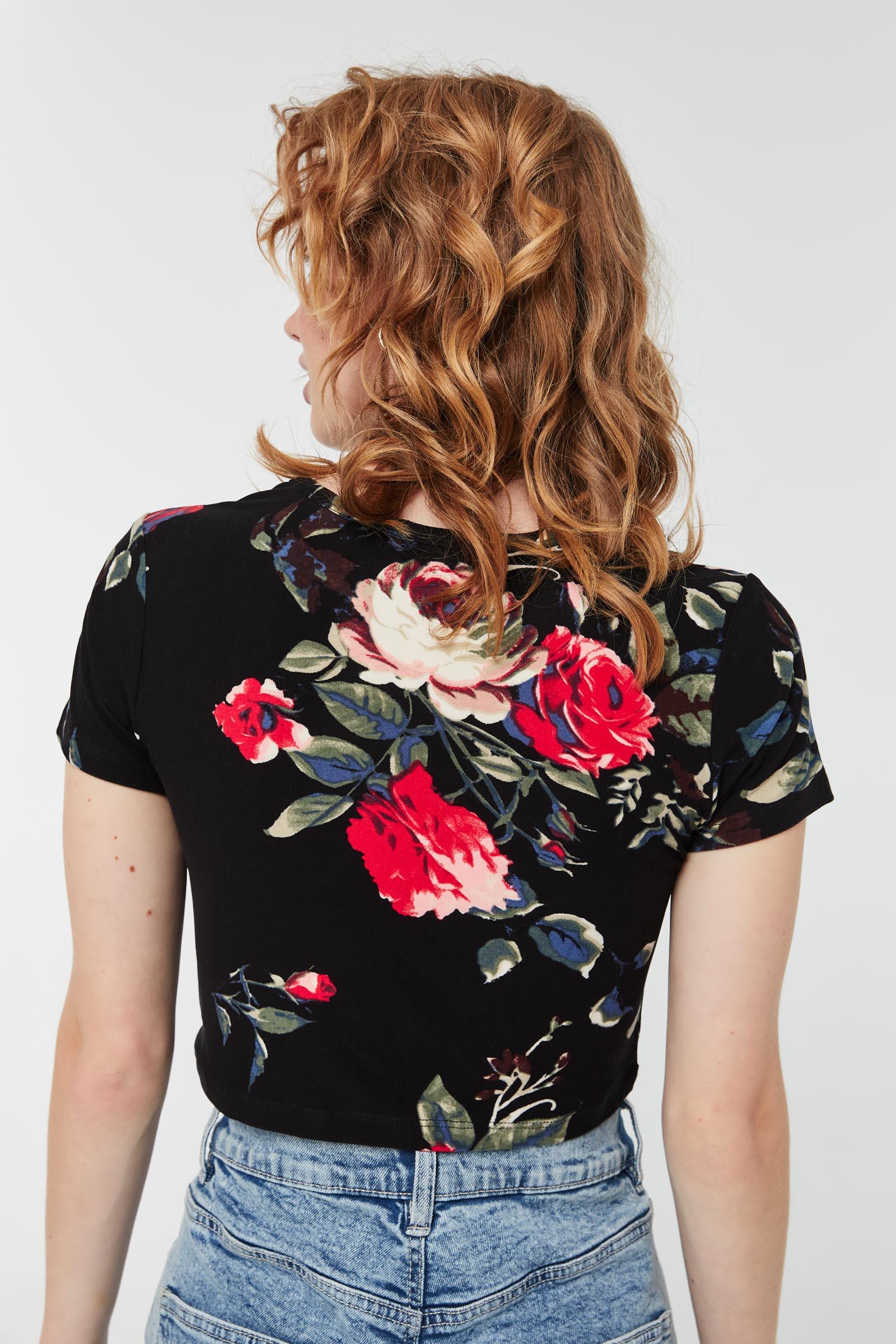T-shirt écourté fleuri
