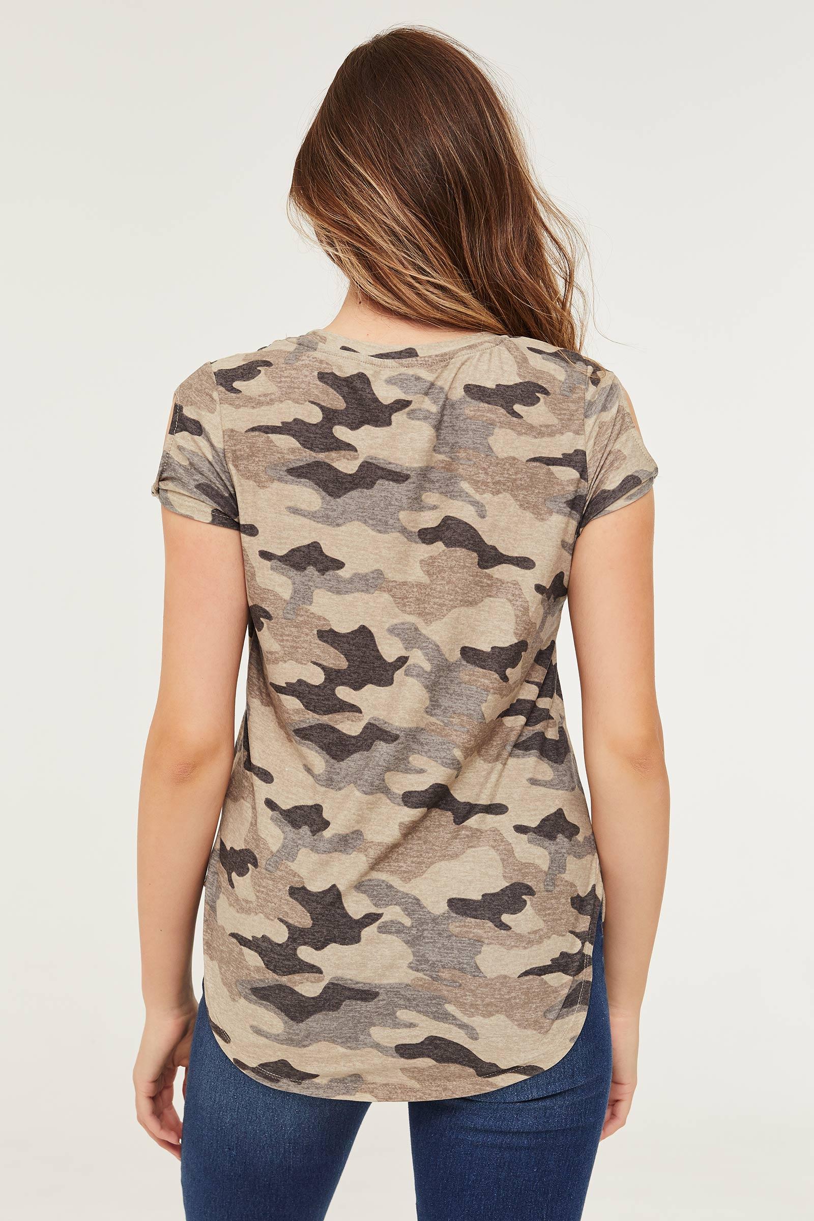 T-shirt camo à manches torsadées