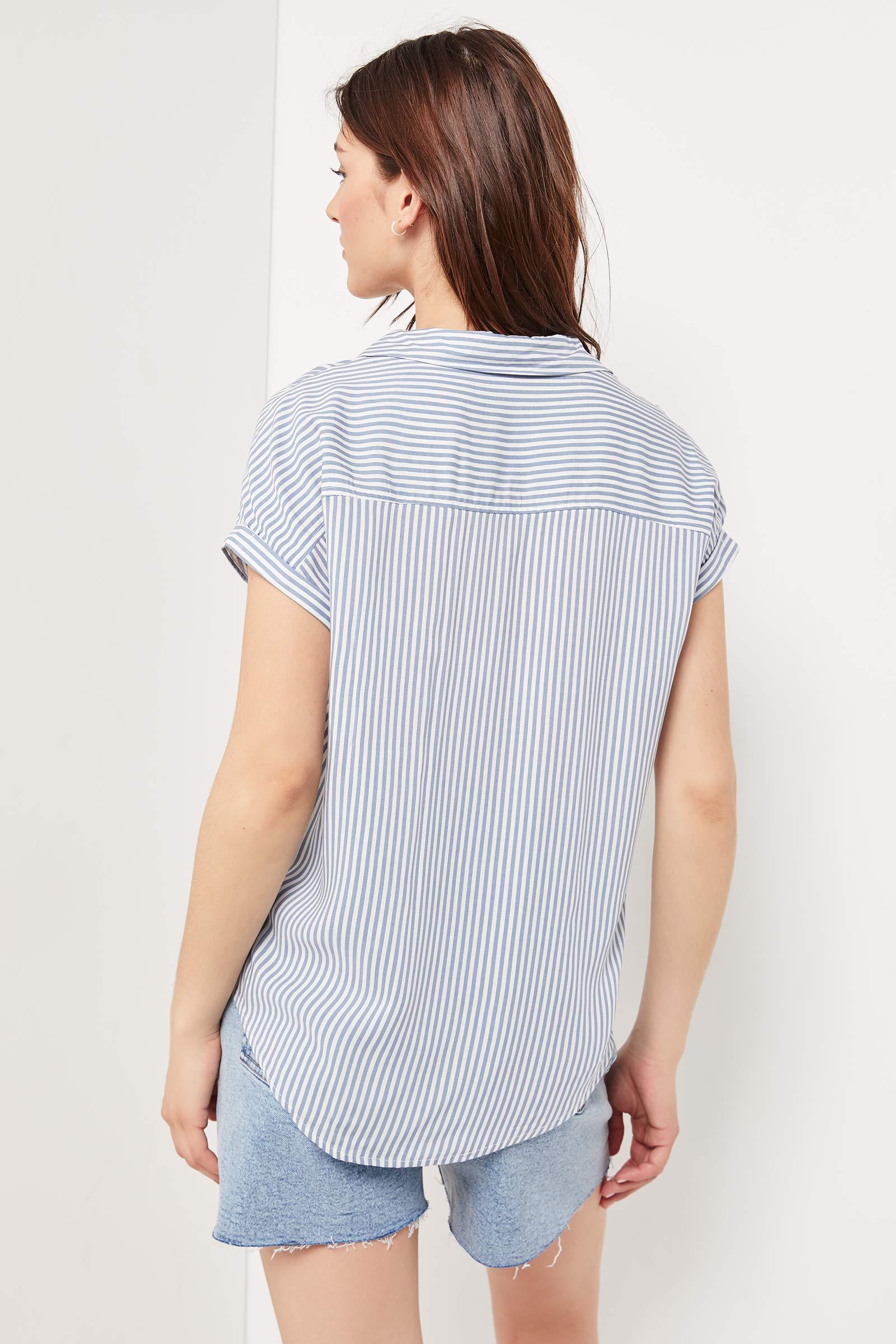 Chemise boutonnée avec rayures