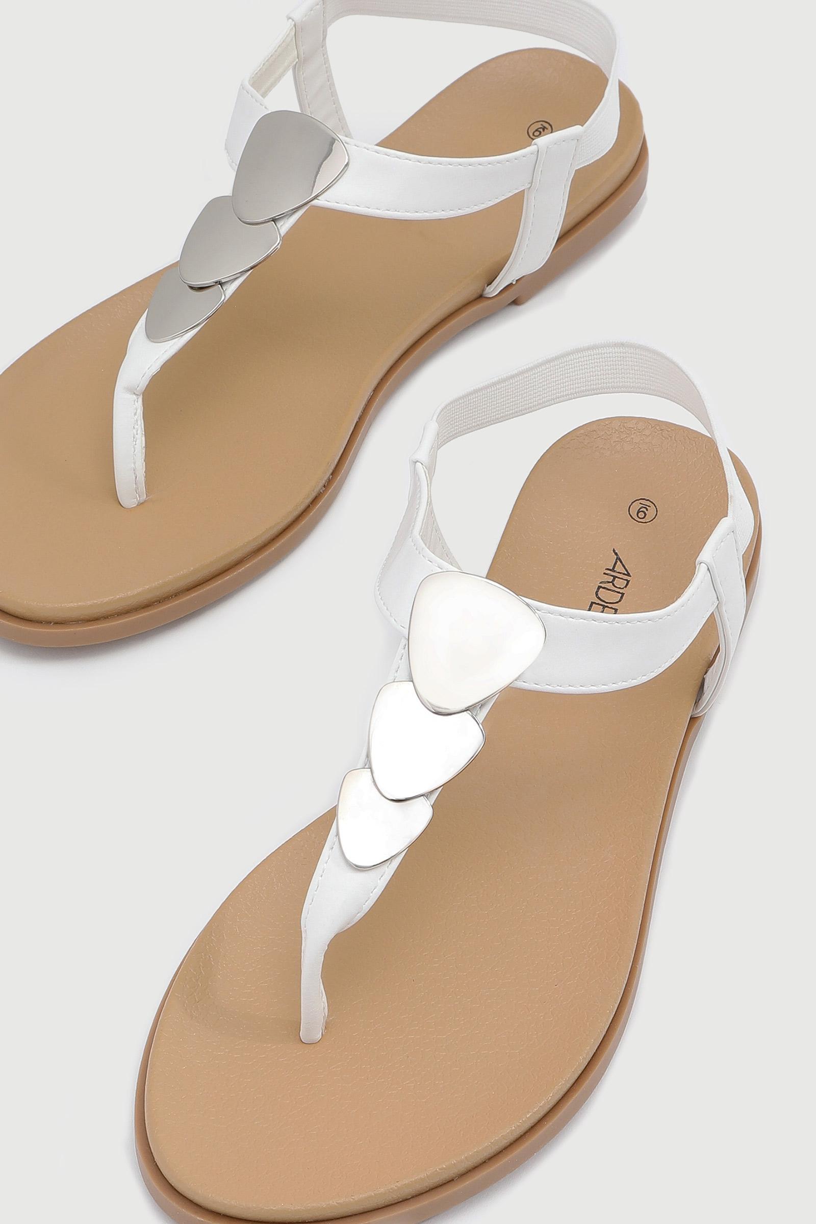 Sandales en T avec médaillons