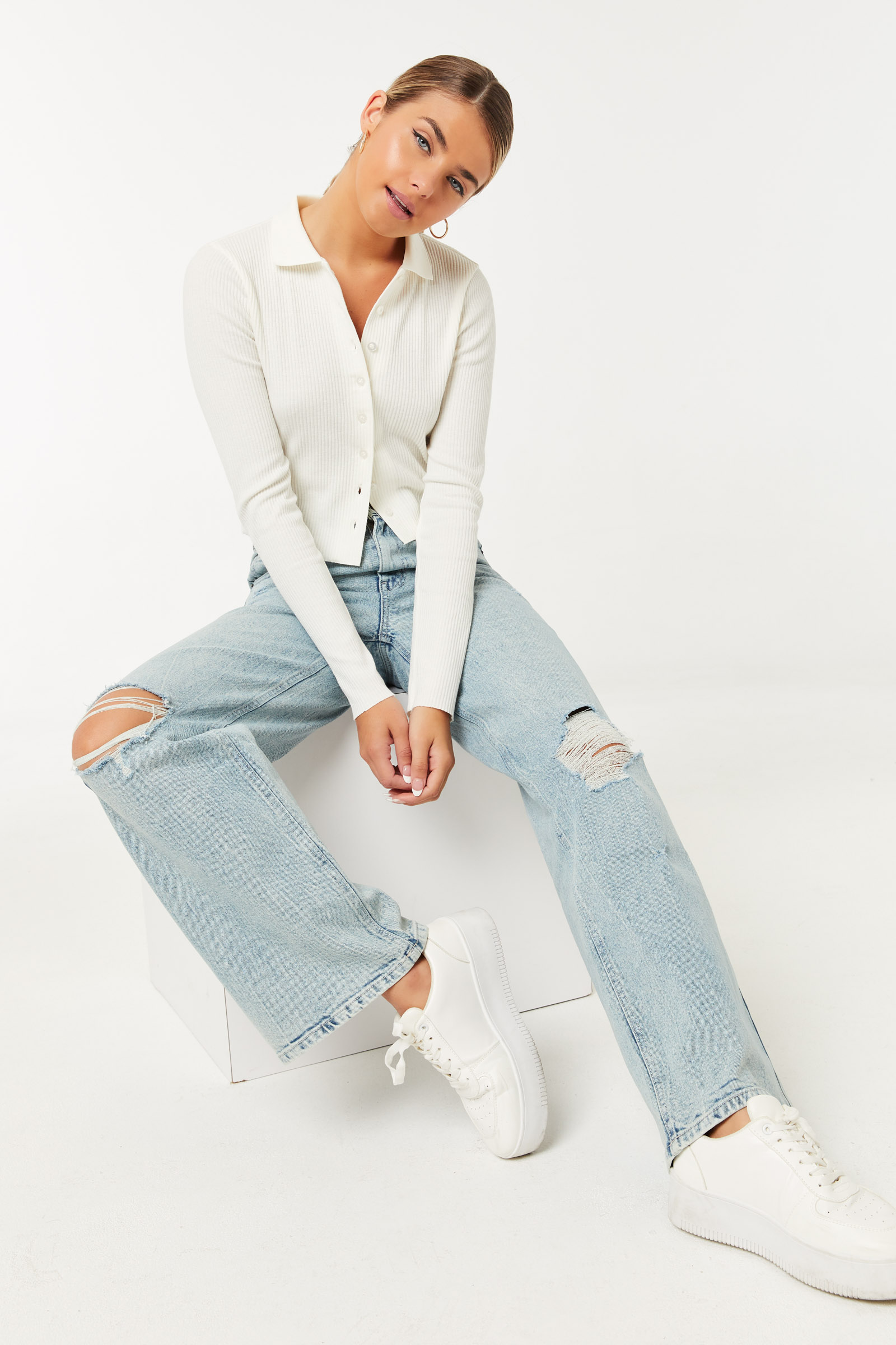 High Rise Distressed '90s Jeans