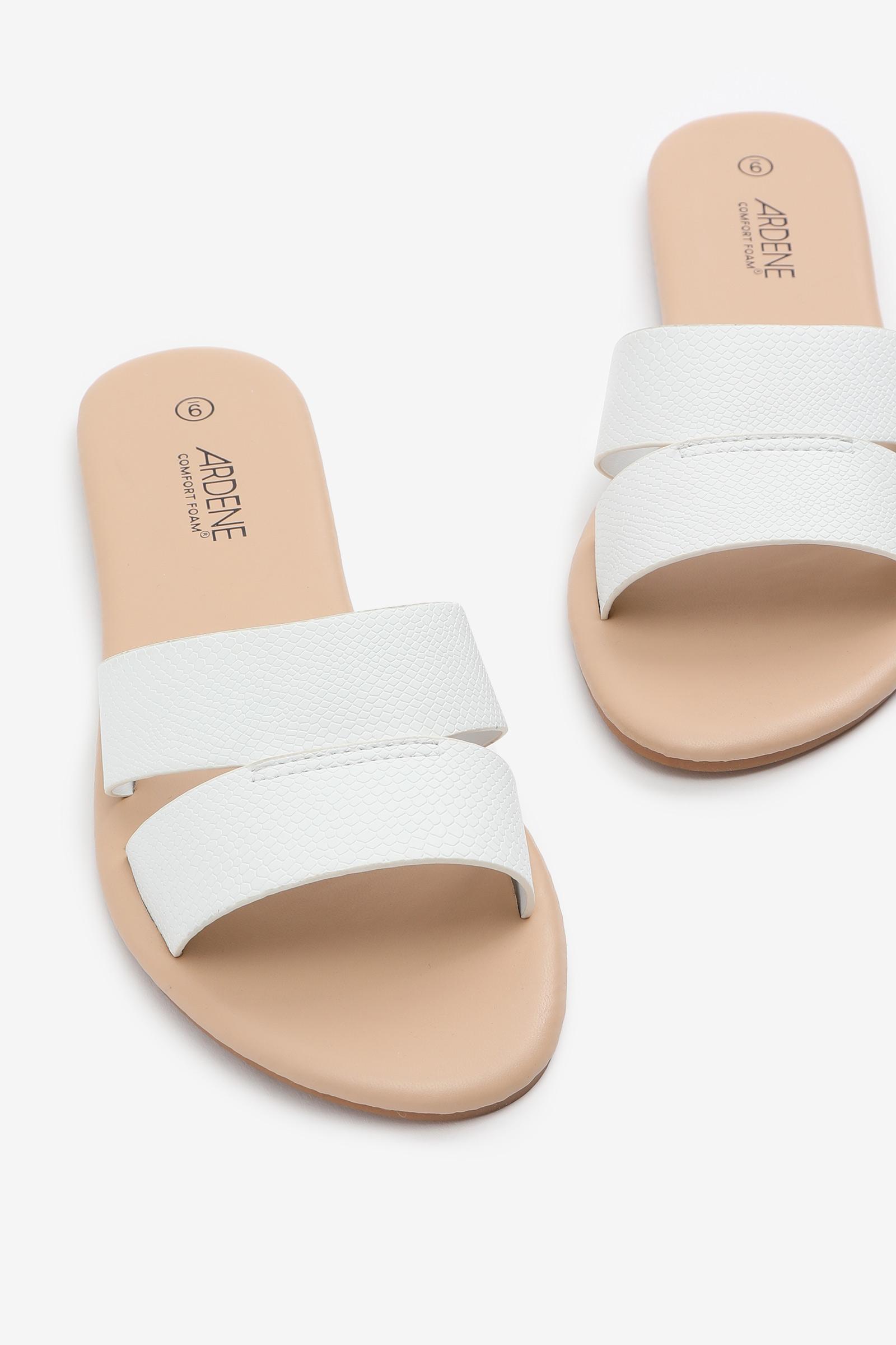 Sandales à deux courroies