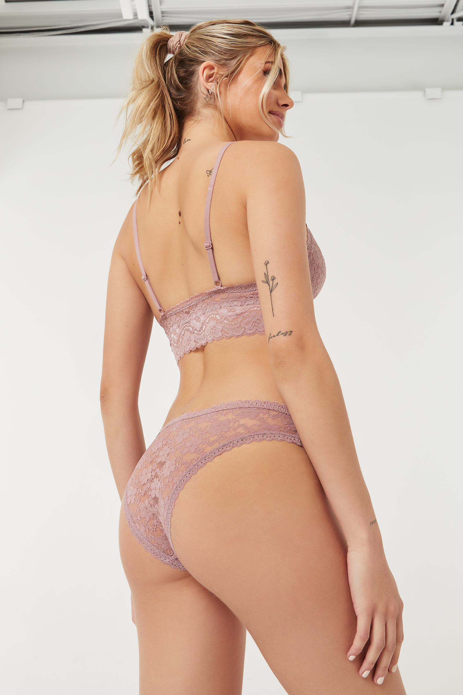 2-Piece Set Lace Bralette and Cheeky Panty