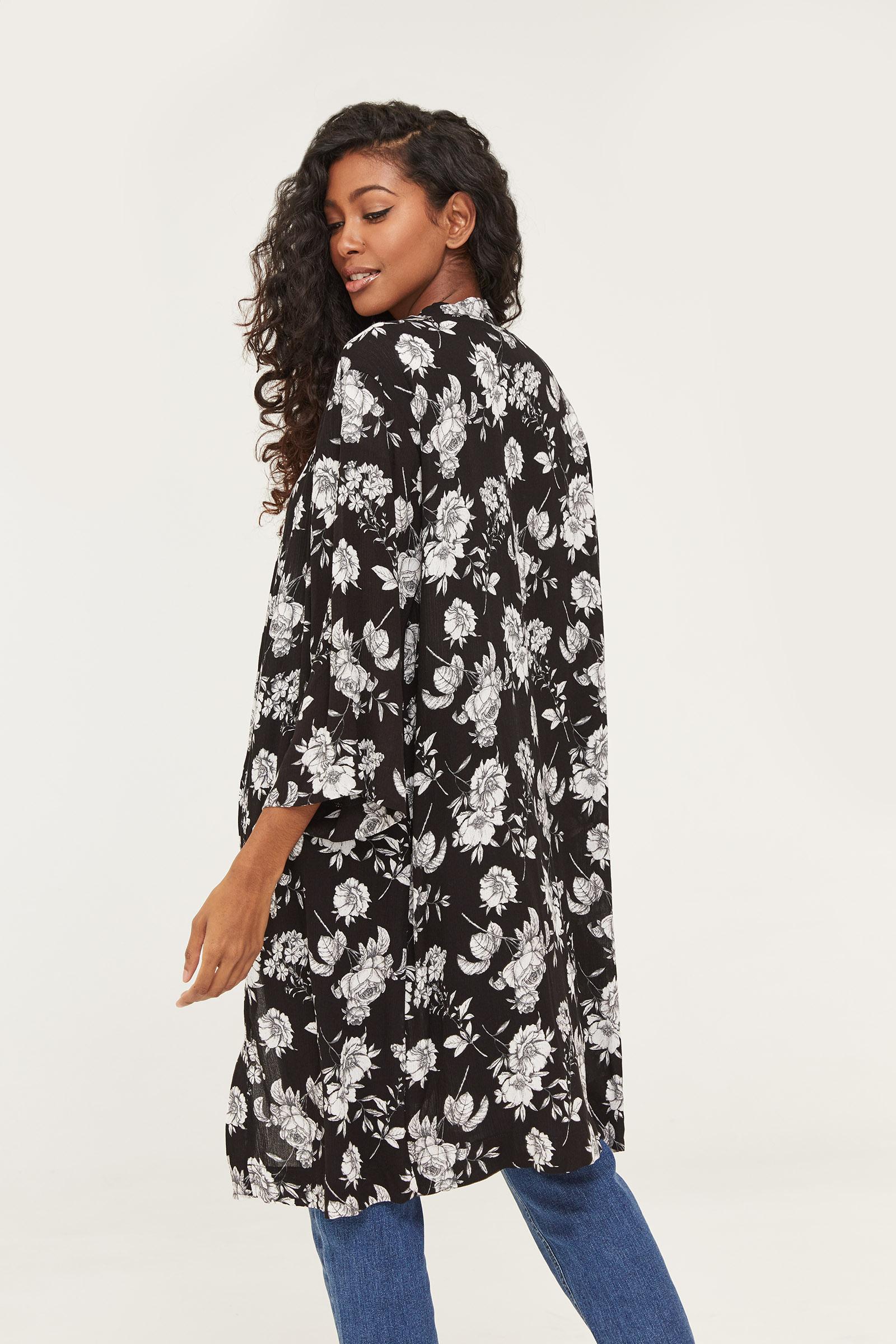 Kimono fleuri à manches courtes