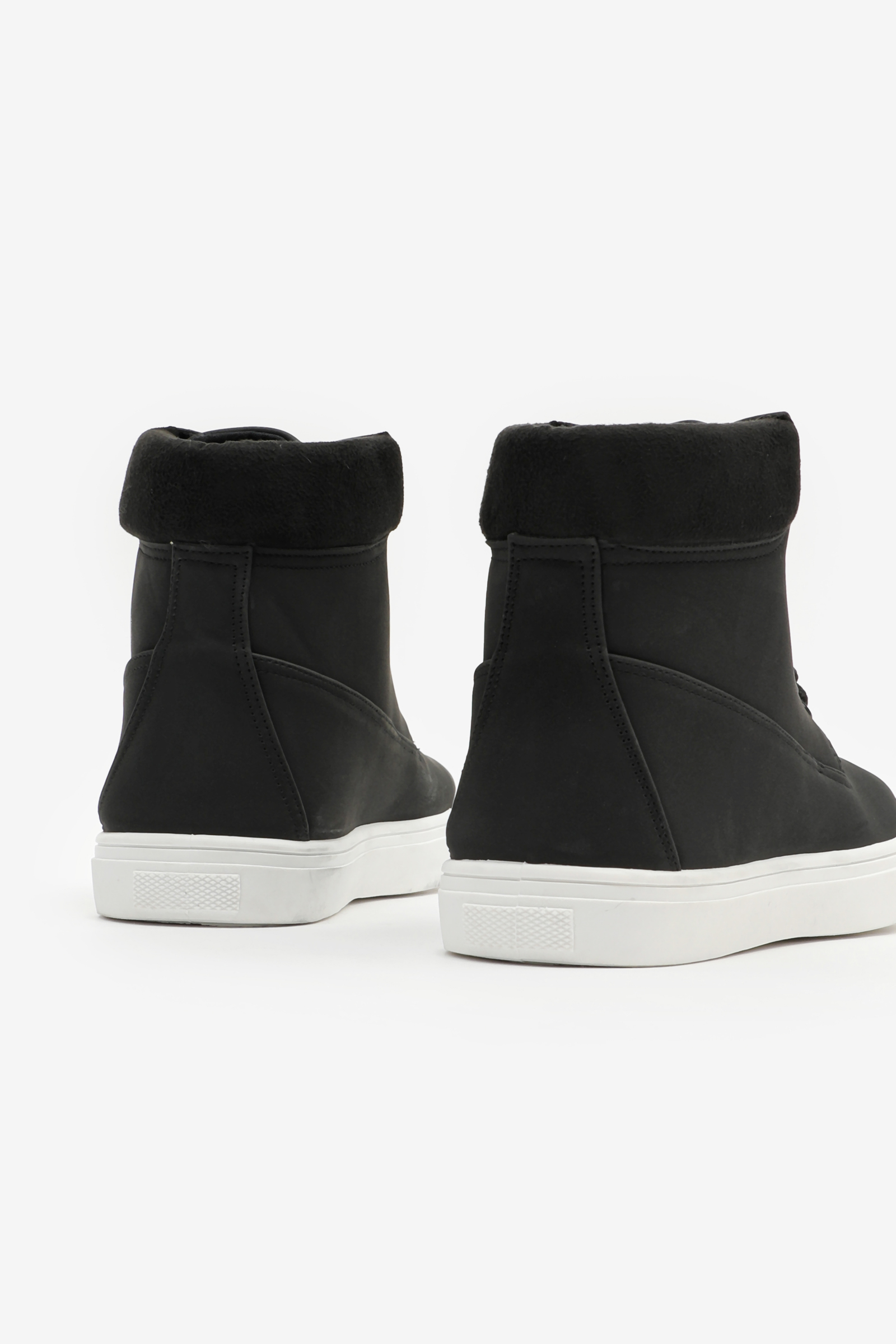High Top Sneakers with Contrast Sole