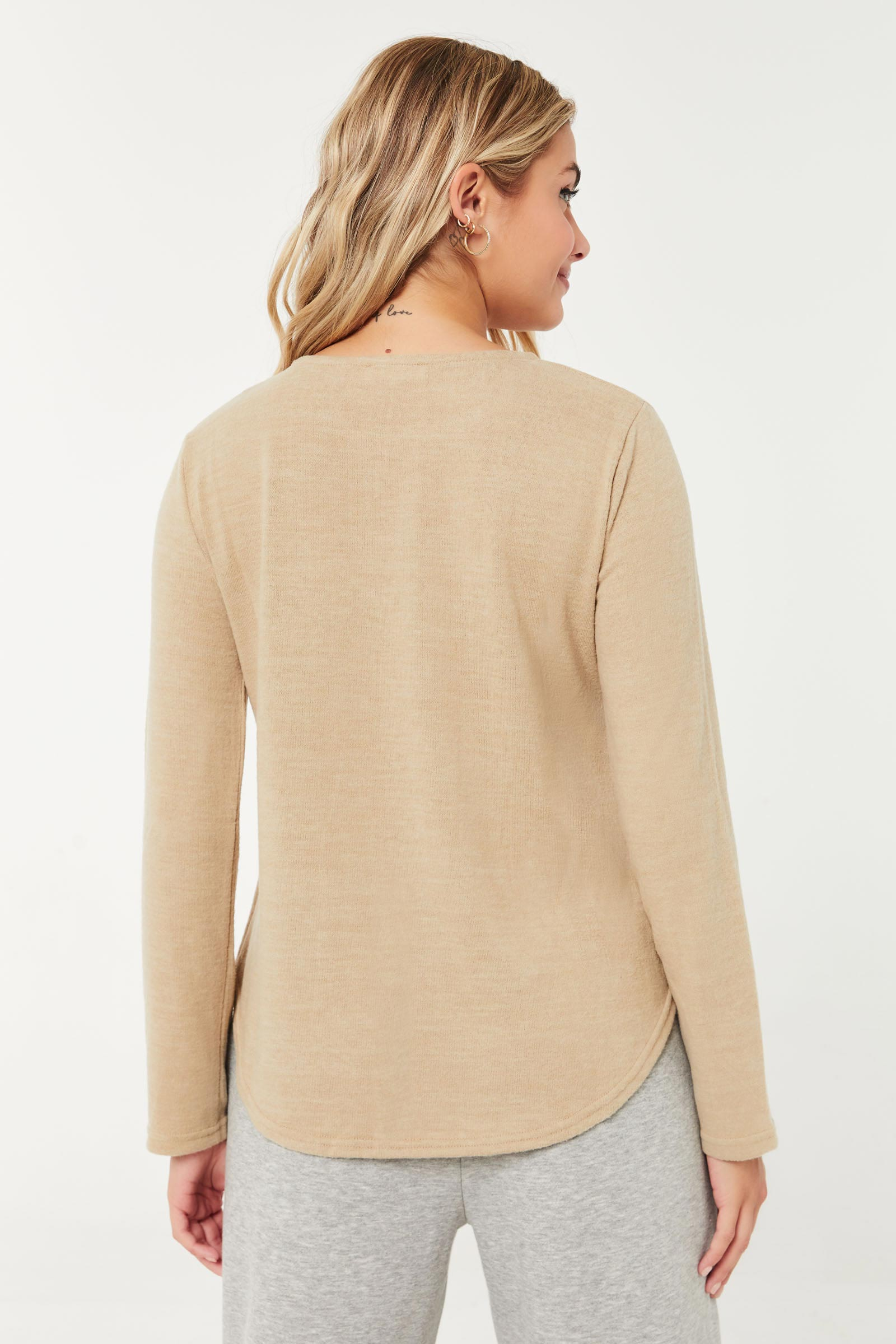 Pull long à poche en tricot brossé