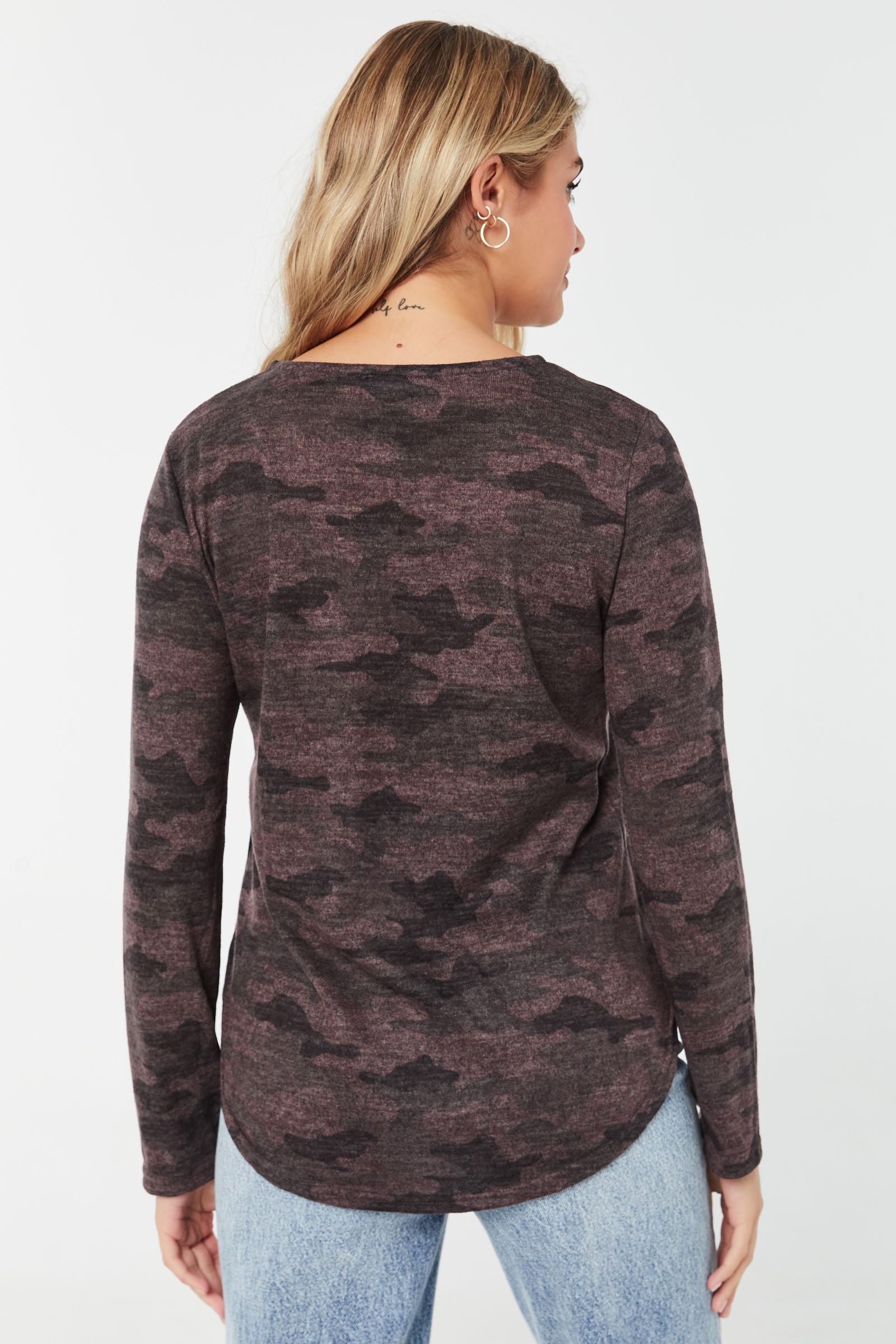 Pull long à poche en tricot brossé camo