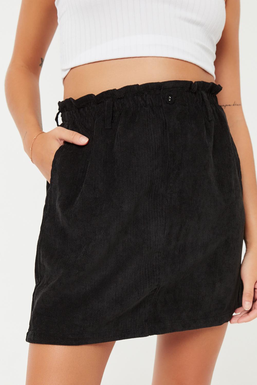 Jupe courte taille plissée en velours côtelé
