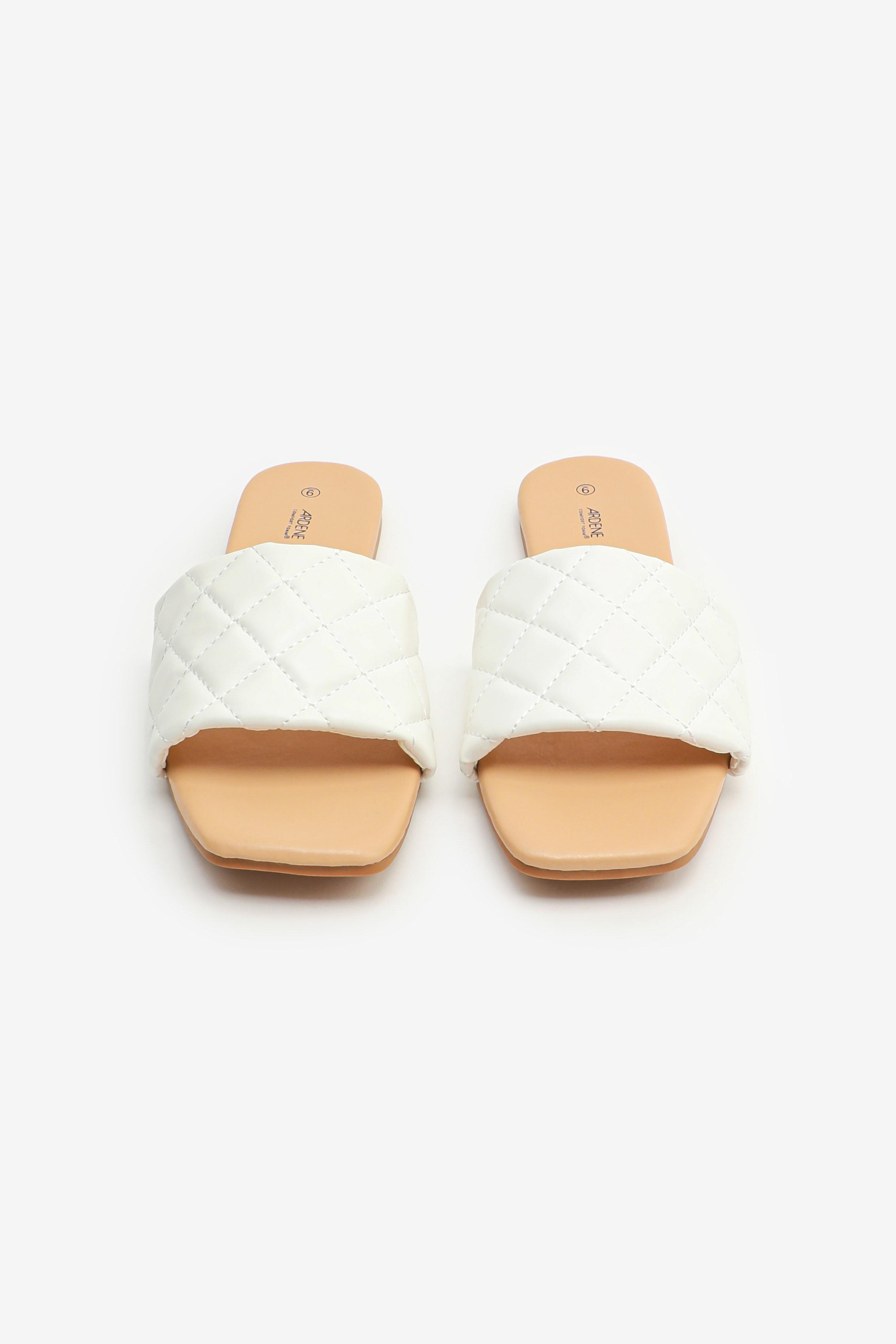 Sandales matelassées