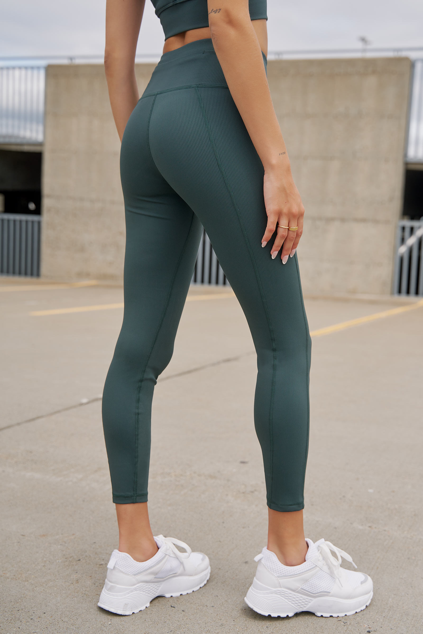 MOVE Ribbed Leggings with Pocket